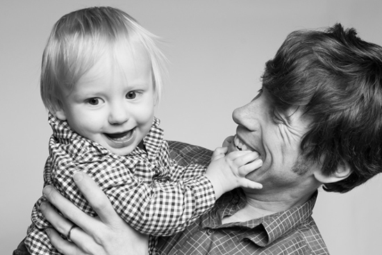 artistic-black-and-white-family-portraits-02