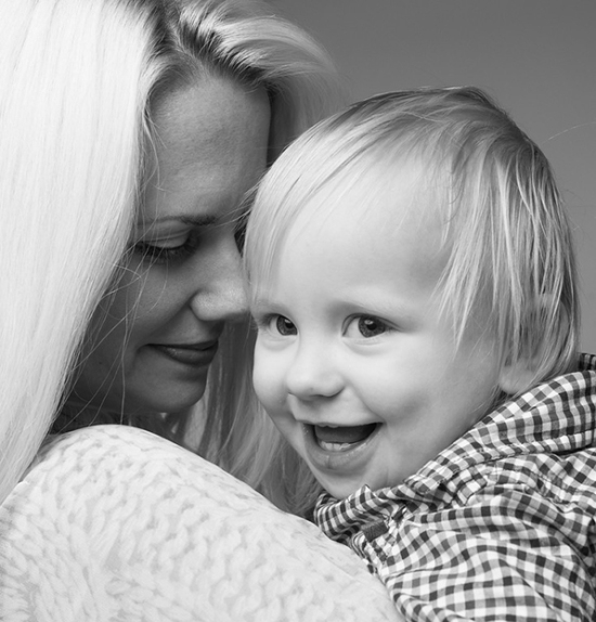 artistic-black-and-white-family-portraits-06