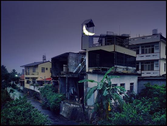 leonid-tishkov-moon-installation-02